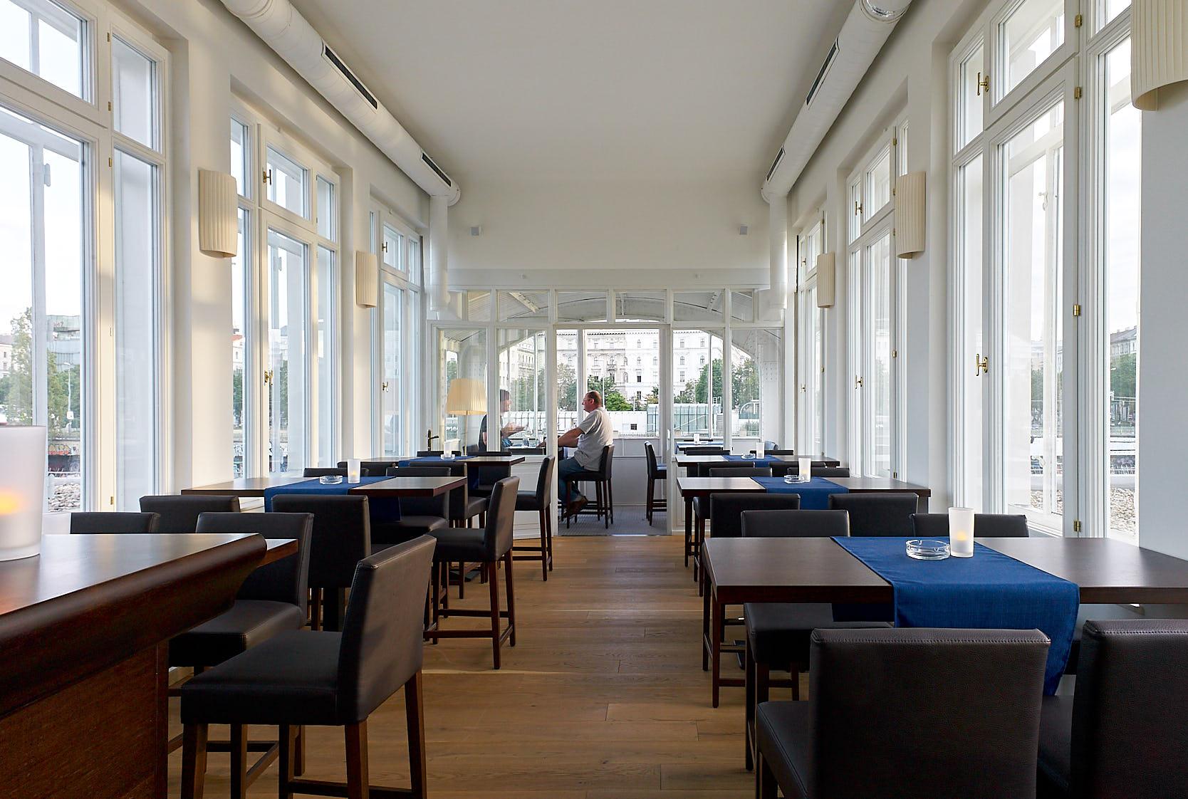 Otto Wagner Schützenhaus: Wine Bar