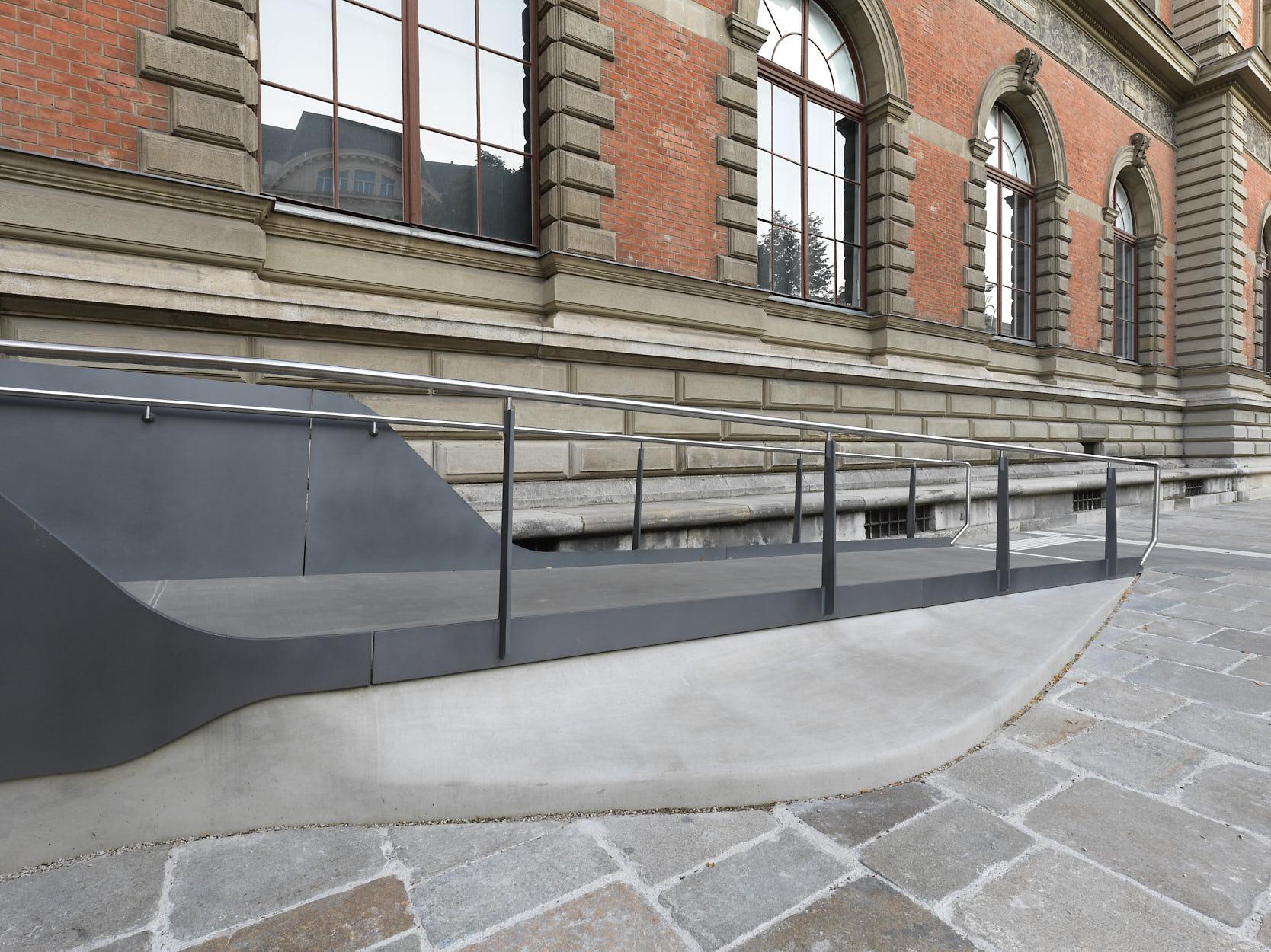 MAK New Entrance: Ramp